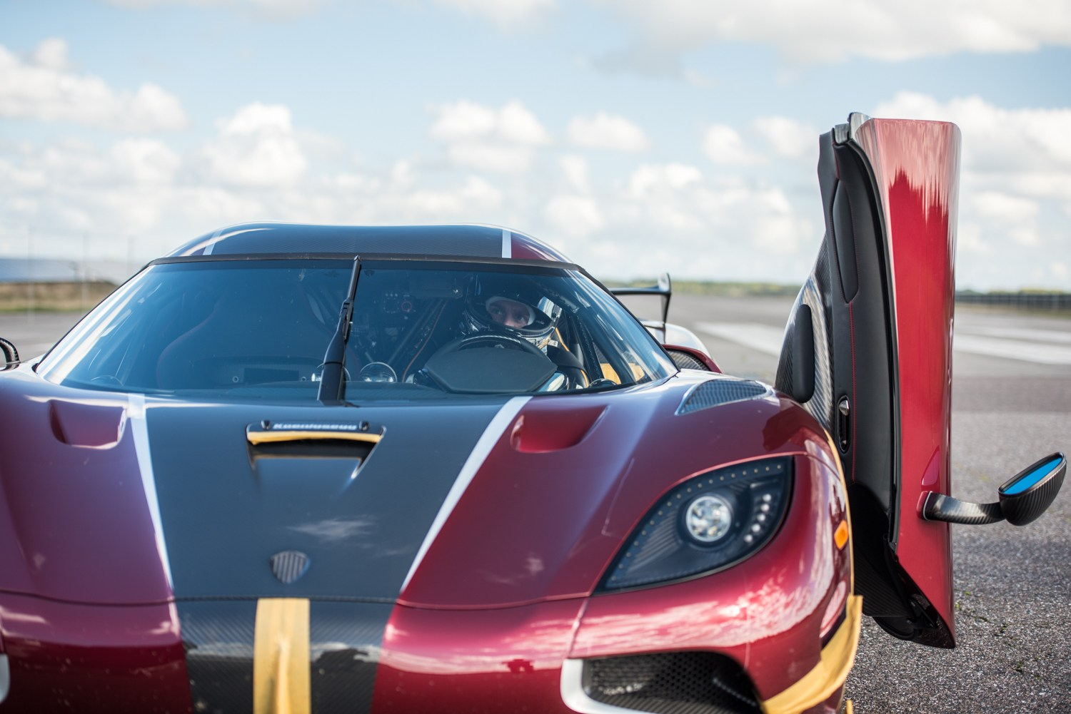 KOENIGSEGG AGERA RS COMPLETES 0-400-0 KM/H IN 36.44 SECONDS